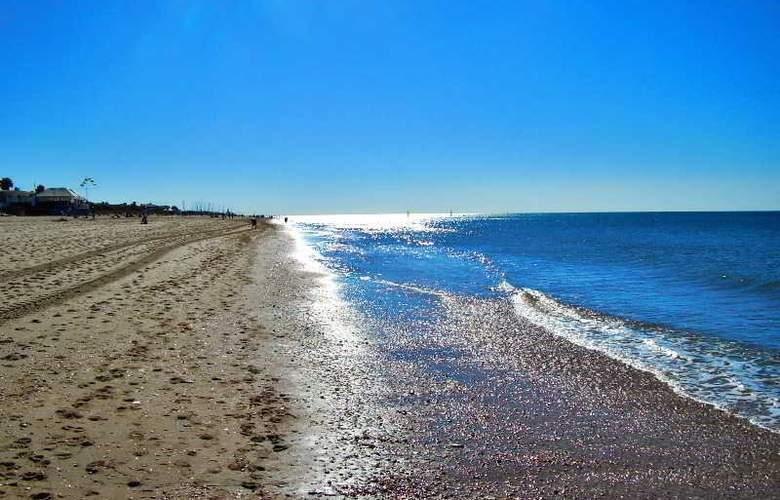 Leo Islamar - Beach - 16