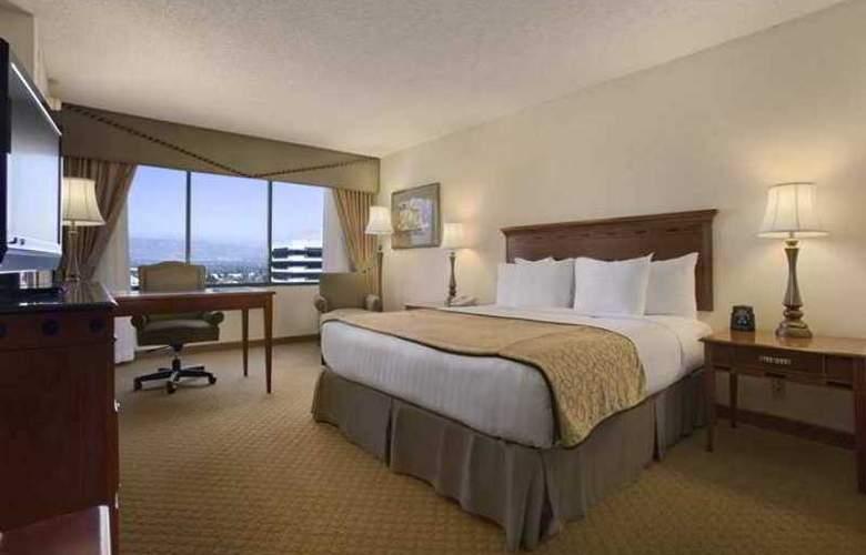 Hilton Woodland Hills-Los Angeles - Room - 16