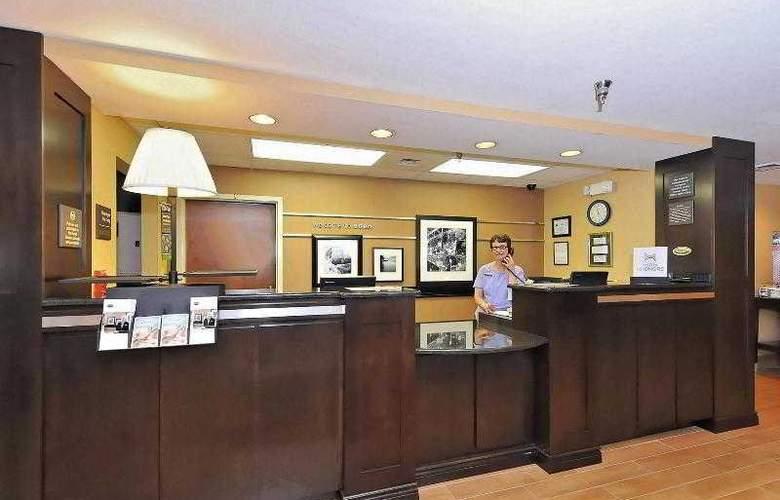 Hampton Inn Eden - Hotel - 9