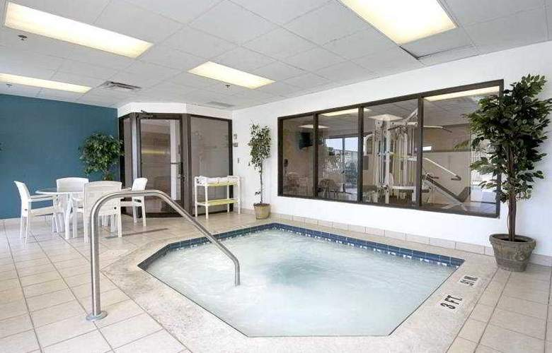 Wingate by Wyndham Clearwater - Pool - 5