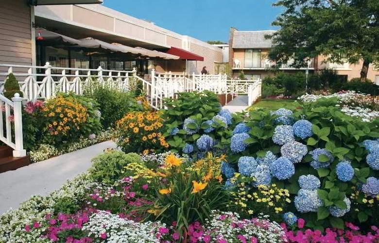 Cape Codder Resort & Spa - Terrace - 10