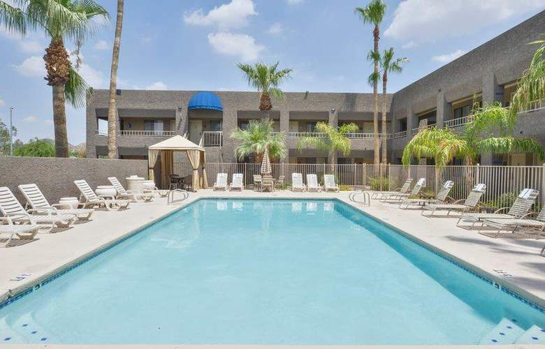 Best Western Plus Innsuites Phoenix Hotel & Suites - Pool - 73