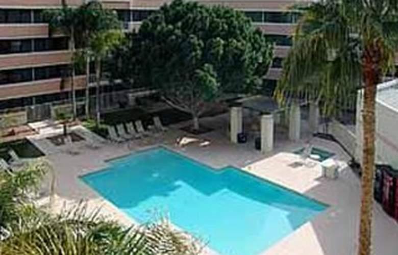 Quality Inn Phoenix Airport - Pool - 3