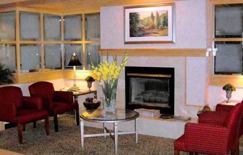 Courtyard Bentonville - Hotel - 1