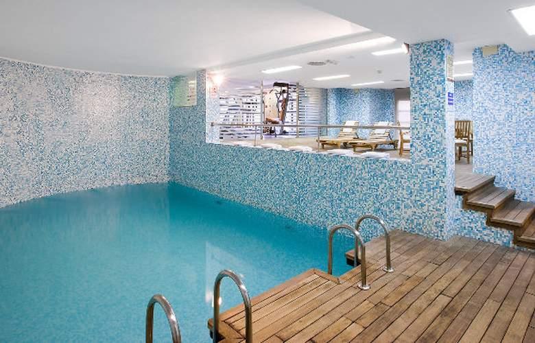 NH Valencia Las Artes - Pool - 4
