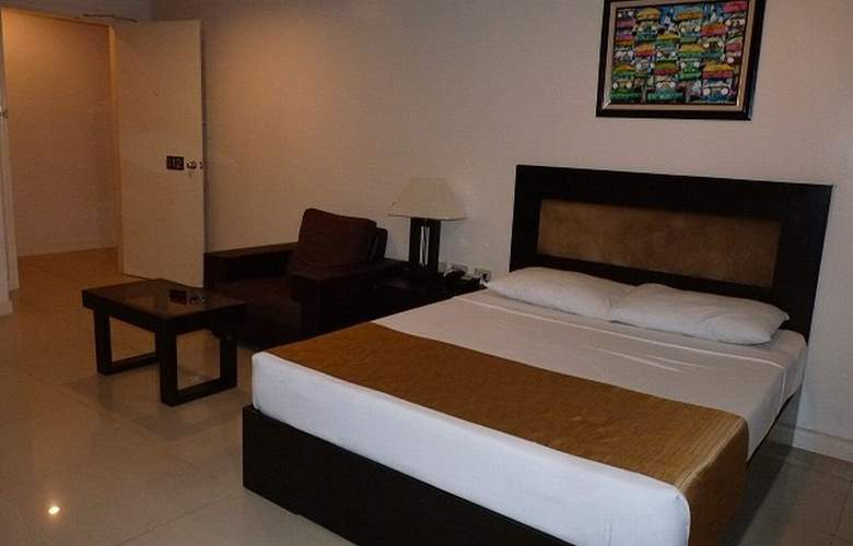 Paragon Tower Hotel - Room - 2
