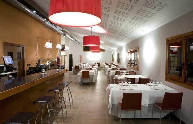 Hotel Restaurant & Spa Mas Ses Vinyes - Restaurant - 9