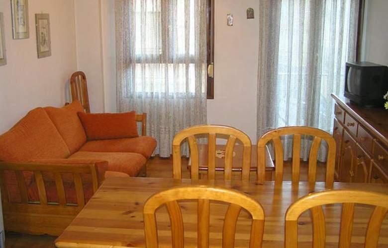 Apartamentos Low Cost Canfranc - Hotel - 1