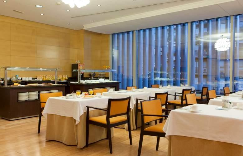 Senator Parque Central - Restaurant - 13