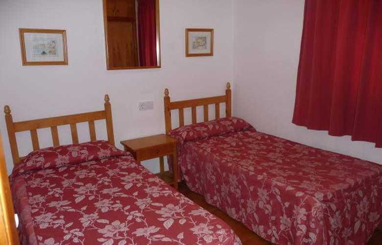 Apartamentos Llebeig - Room - 8