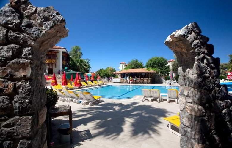 Ova Resort - Pool - 9