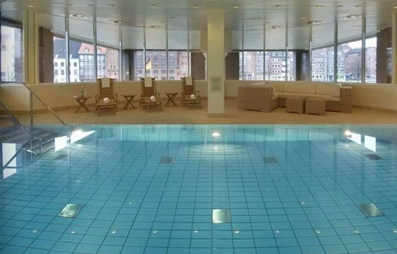 Radisson Blu Senator Hotel - Pool - 3