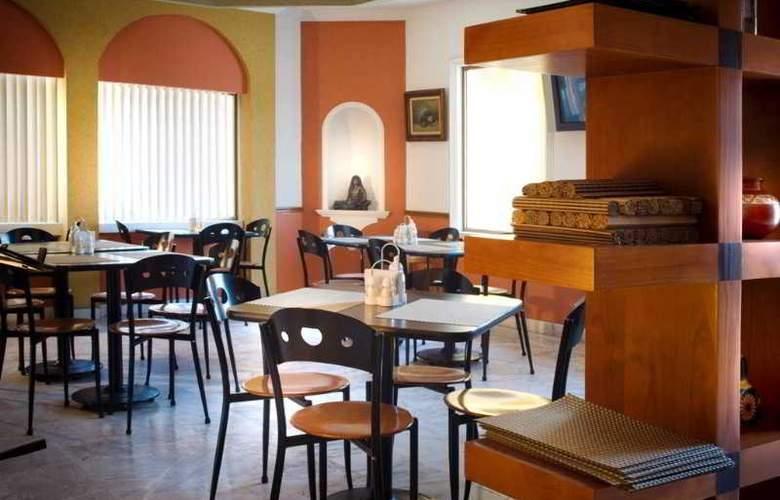 Hotel Suites Campestre - Restaurant - 2