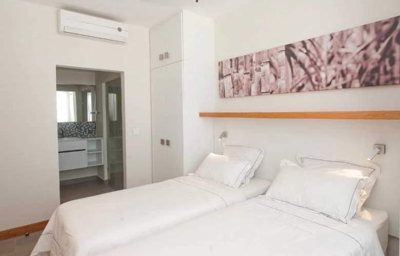 Cape Bay Luxury Beach Apartments By BARNES - Room - 7