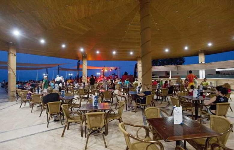 Crystal Flora Beach Resort - Restaurant - 17