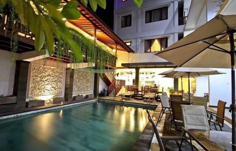 Ohana Hotel - Pool - 2