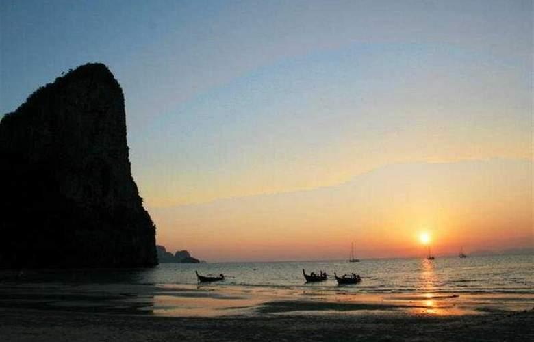 Sunrise Tropical Resort - Beach - 9