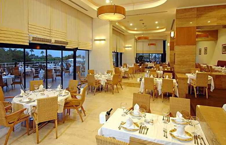 Titanic Beach & Resort De Luxe Hotel - Restaurant - 9
