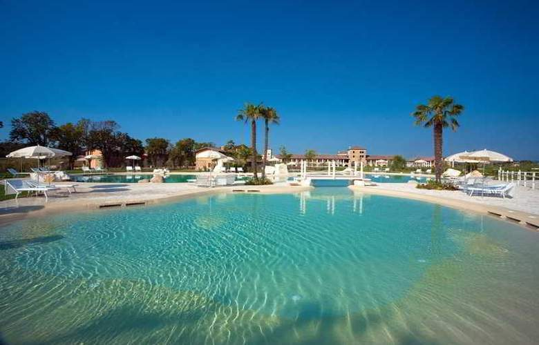 Chervo Golf Hotel Spa & Resort San Vigilio - Pool - 3