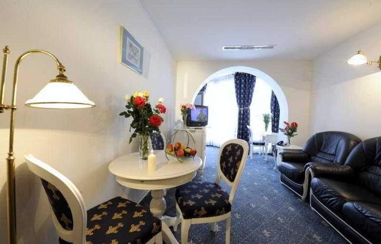Phoenix Spa Hotel - Room - 6