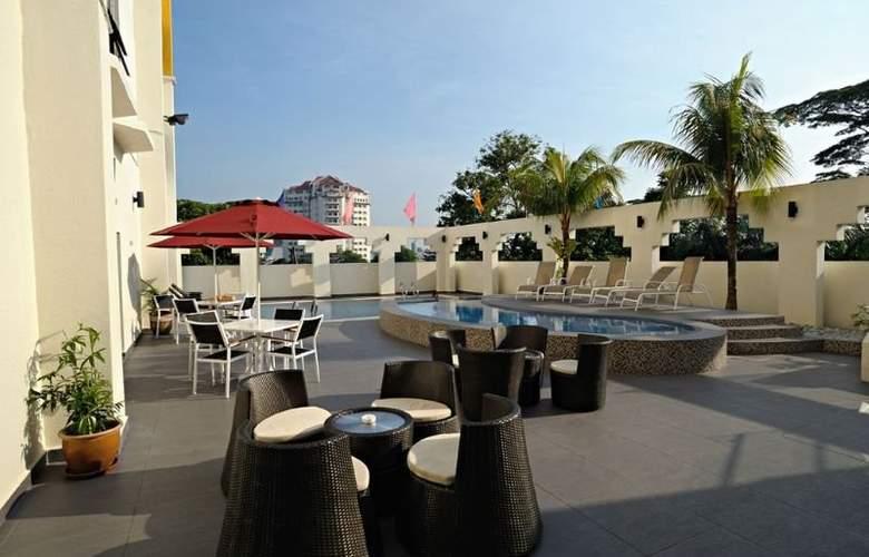 Hotel Sentral Johor Bahru - Pool - 11