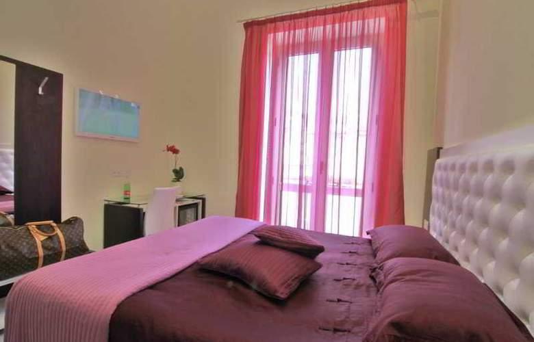 Sorrento Flats - Room - 5