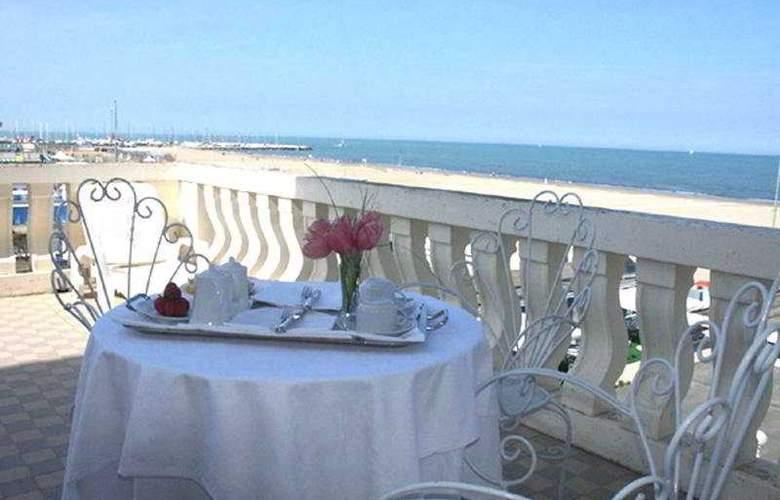 Gran Hotel Cervia - Terrace - 6