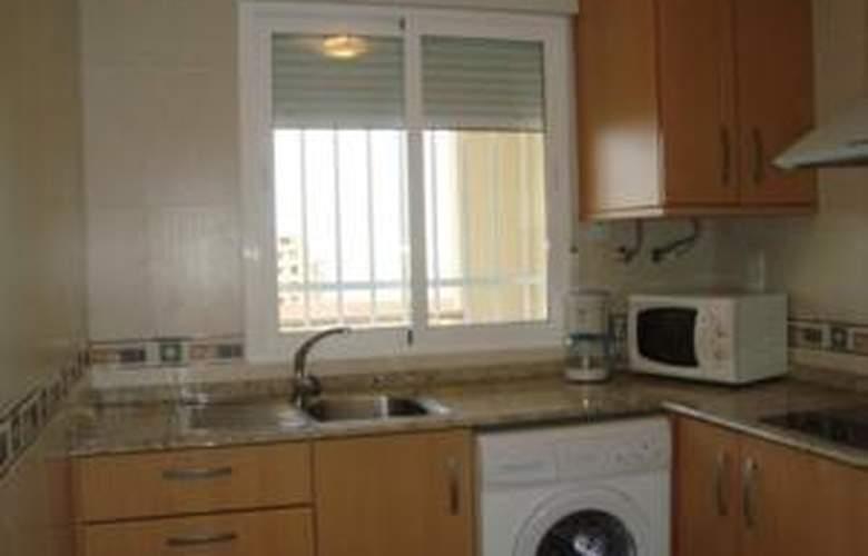 Apartamentos Paseo Marítimo - Room - 4