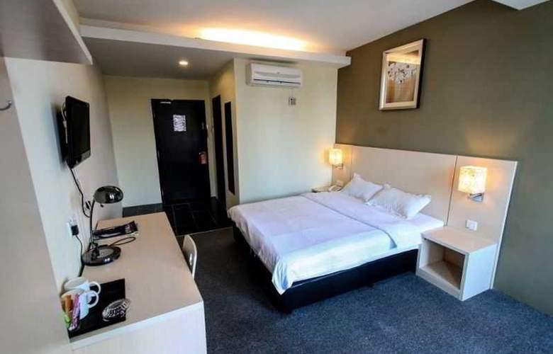 Super 8 Hotels - Room - 8