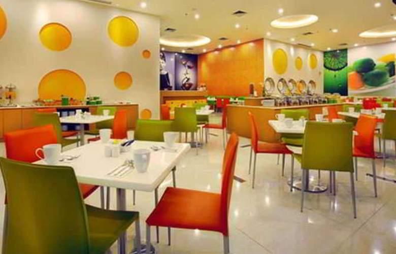 FaveHotel Adi Sucipto Solo - Restaurant - 3