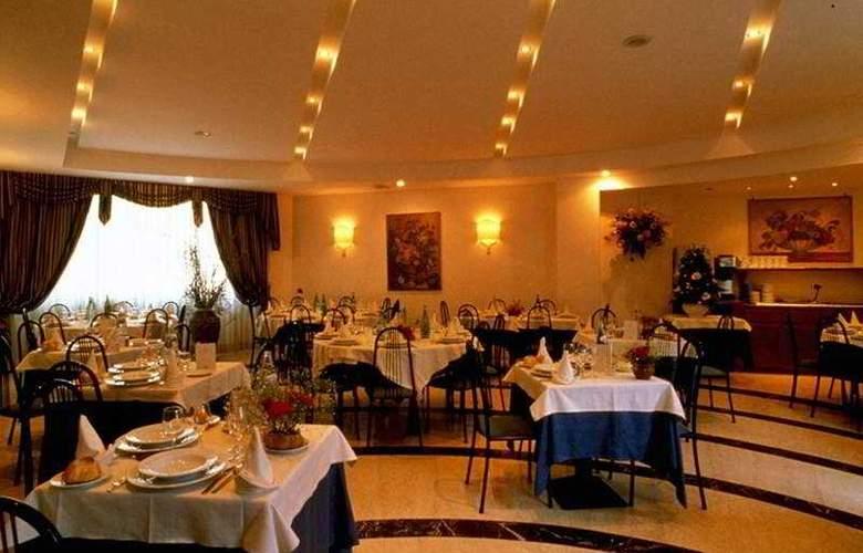 Nova Domus Hotel & Suites - Restaurant - 5