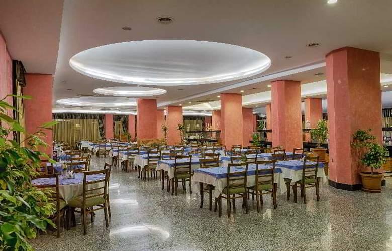 Pasa Beach Hotel - Restaurant - 15