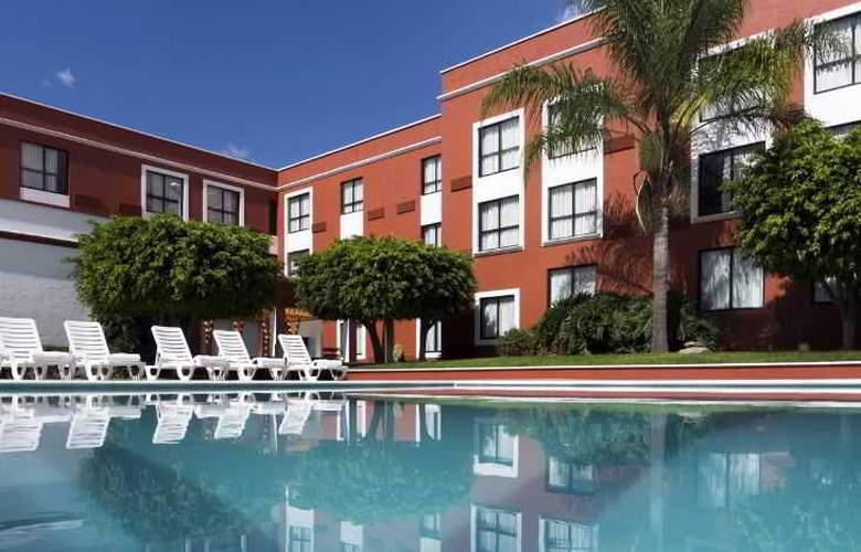 Fiesta Inn Leon - Pool - 1