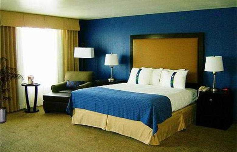 Holiday Inn and Suites Airport - Room - 4