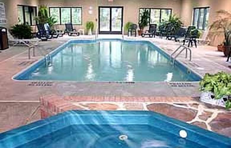 Comfort Inn (Duncansville) - Pool - 4