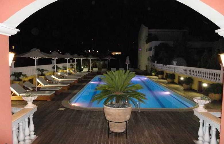 Cristina Maris Hotel - Pool - 3