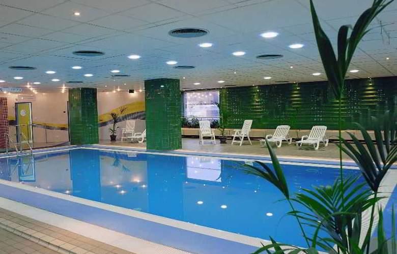 Danubius Hotel Arena - Pool - 9