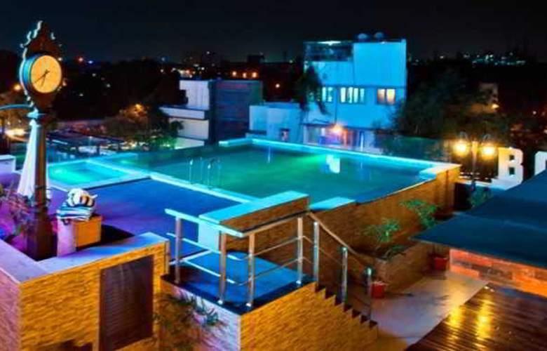 Ramada Chennai Egmore - Pool - 1