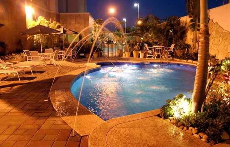 Hampton Inn Tampico - Hotel - 9