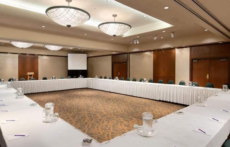 Coast Plaza Hotel & Suites - Conference - 6