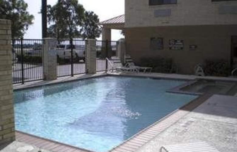 Comfort Inn DFW North - Pool - 3