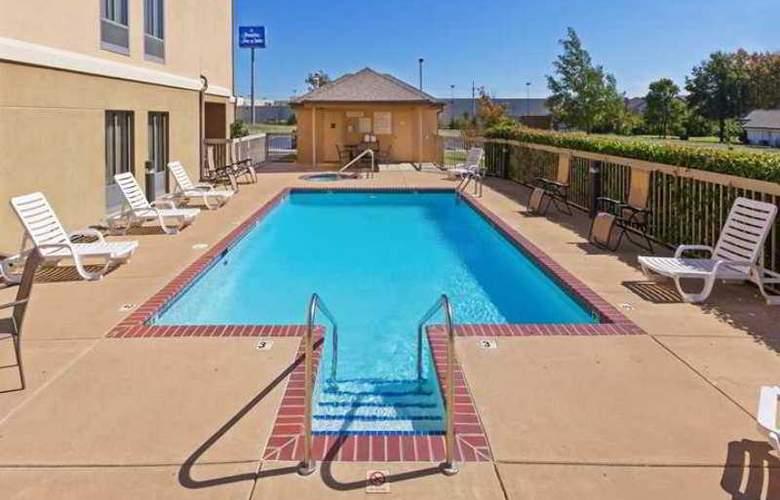 Hampton Inn & Suites Tulsa-Woodland Hills - Hotel - 1