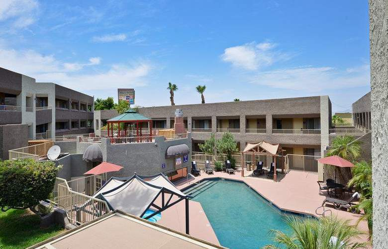 Best Western Plus Inn Suites Yuma Mall - Pool - 103