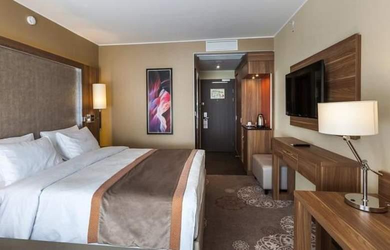 DoubleTree by Hilton Tyumen - Room - 16