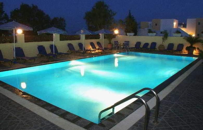 Philippion - Pool - 9