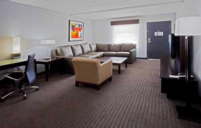 Crowne Plaza Tampa Westshore - Room - 20