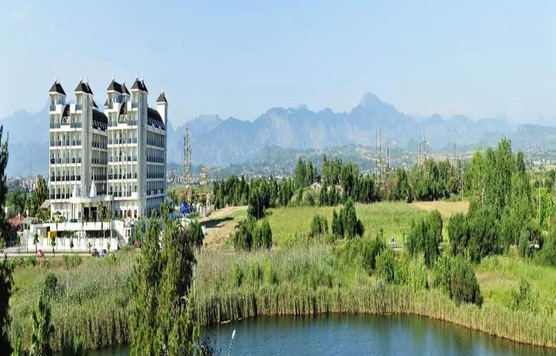 Lake & Riverside Hotel & Spa - Hotel - 6