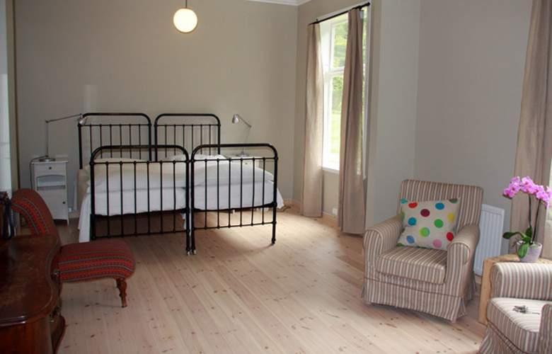 Lindstrom - Room - 3