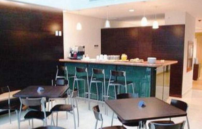 Holiday Inn Express Villahermosa - Bar - 8