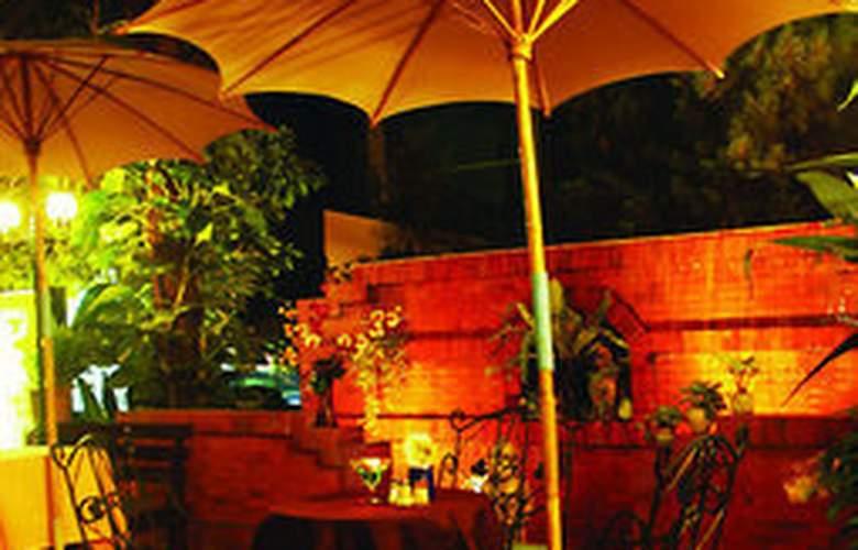 Chiang Mai Gate Hotel - Terrace - 11